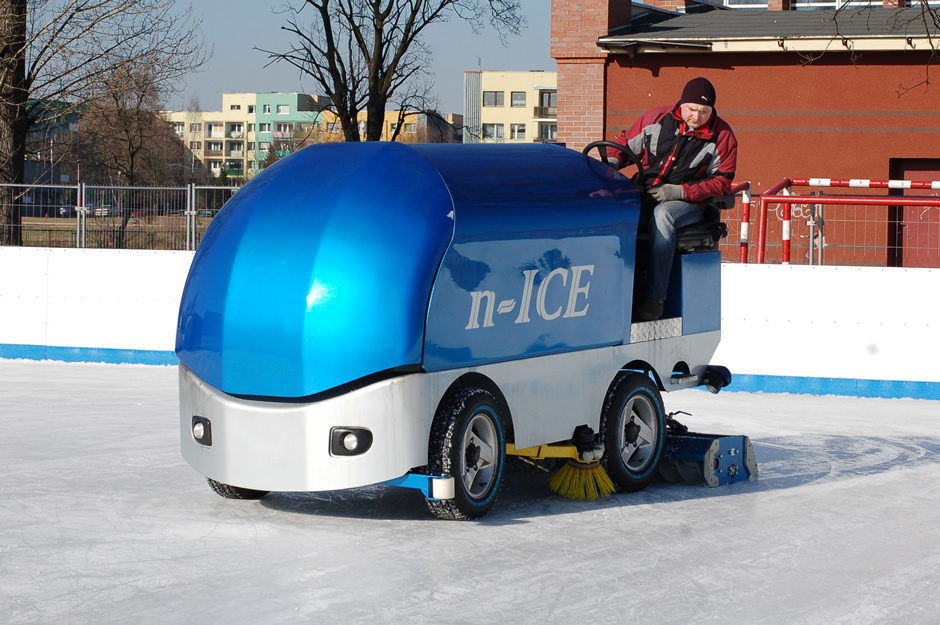 Backyard Rink Zamboni : Gallery  Ice Resurfacers  machinery for ice maintenance